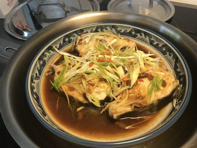 Recept: Ångkokt torsk med gul bönsås