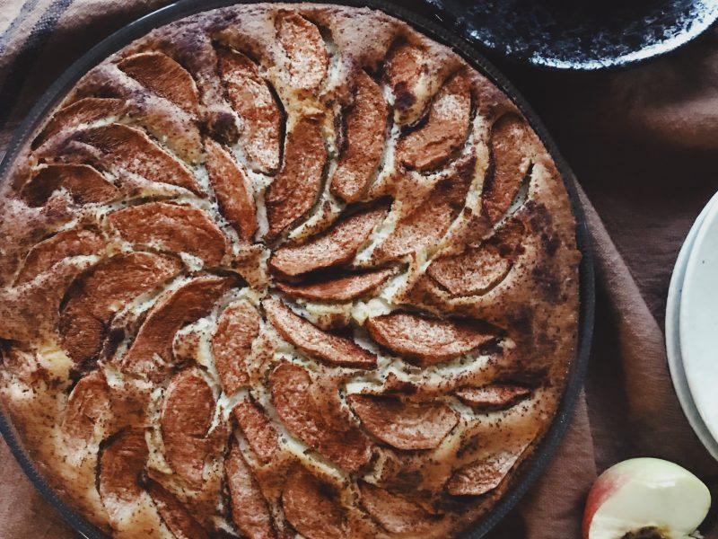 Äppelkaka med vallmofrön